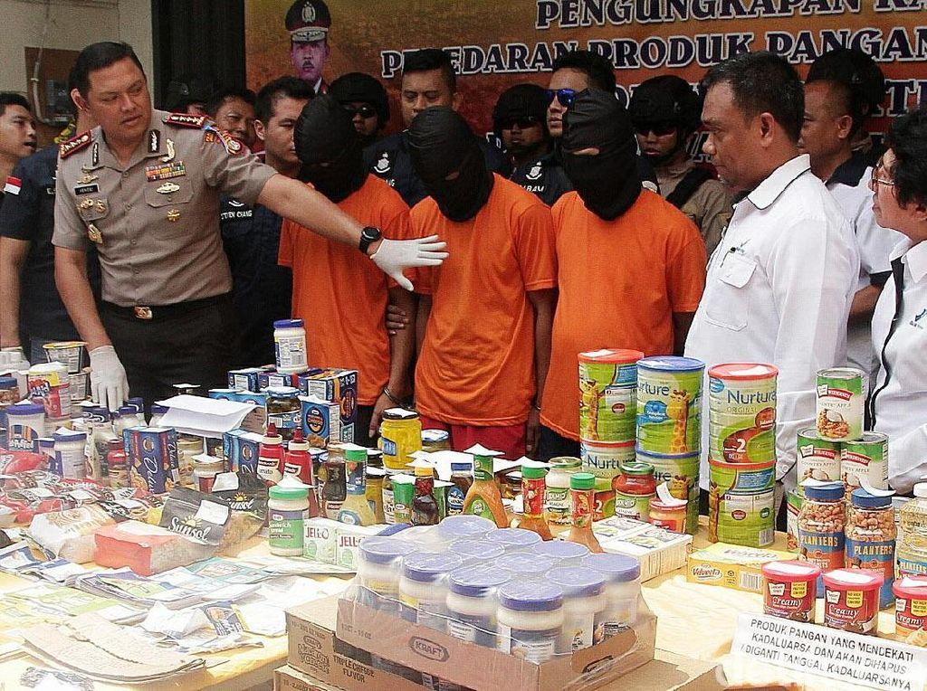 Produk Kedaluwarsa dari Gudang Jakbar di Supermarket Bakal Ditarik