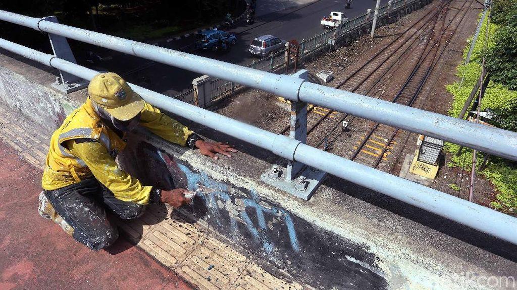 Jelang Asian Games Jembatan Slipi Dipercantik