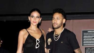 Foto: Cedera Tak Halangi Neymar Berpesta di Brasil