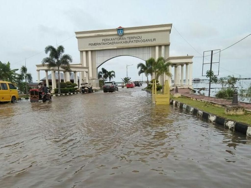 Sungai Ogan Meluap Kepung Kompleks Pemerintahan di Ogan Ilir