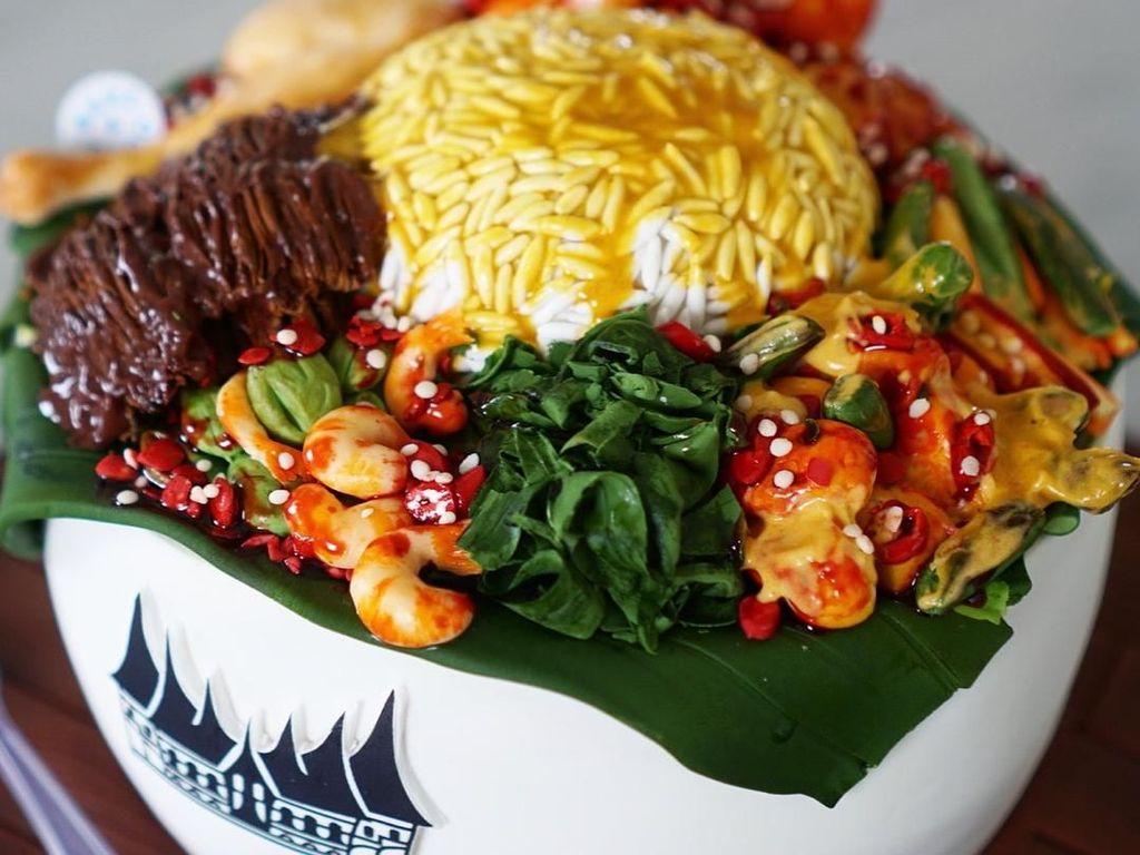 Unik Banget! Kue Ulang Tahun Bentuk Mie Ayam hingga Nasi Padang!