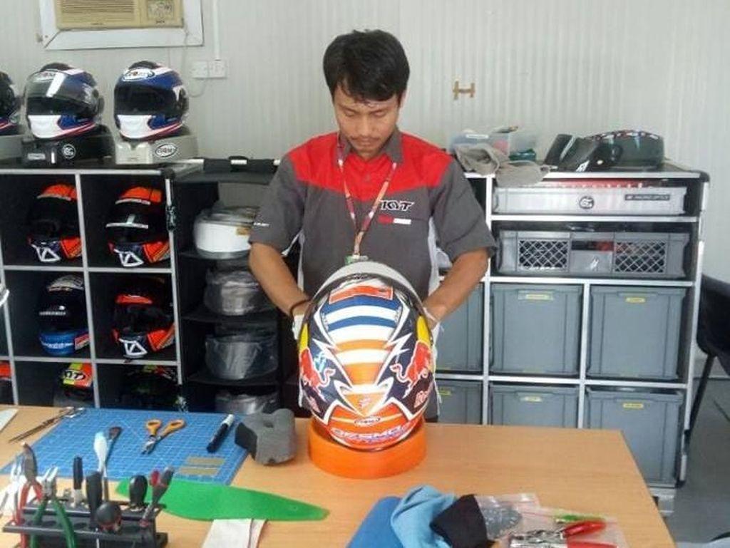 Pria Kebumen Perawat Helm Dovizioso