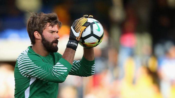 Alisson Becker dngan seragam AS Roma. (Foto: Maurizio Lagana/Getty Images)