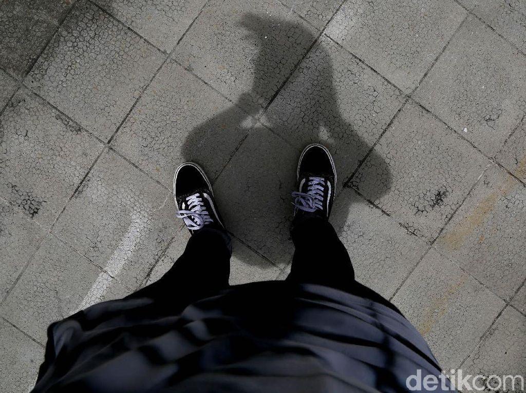 Cuitan Lucu Netizen Hadapi Hari Tanpa Bayangan