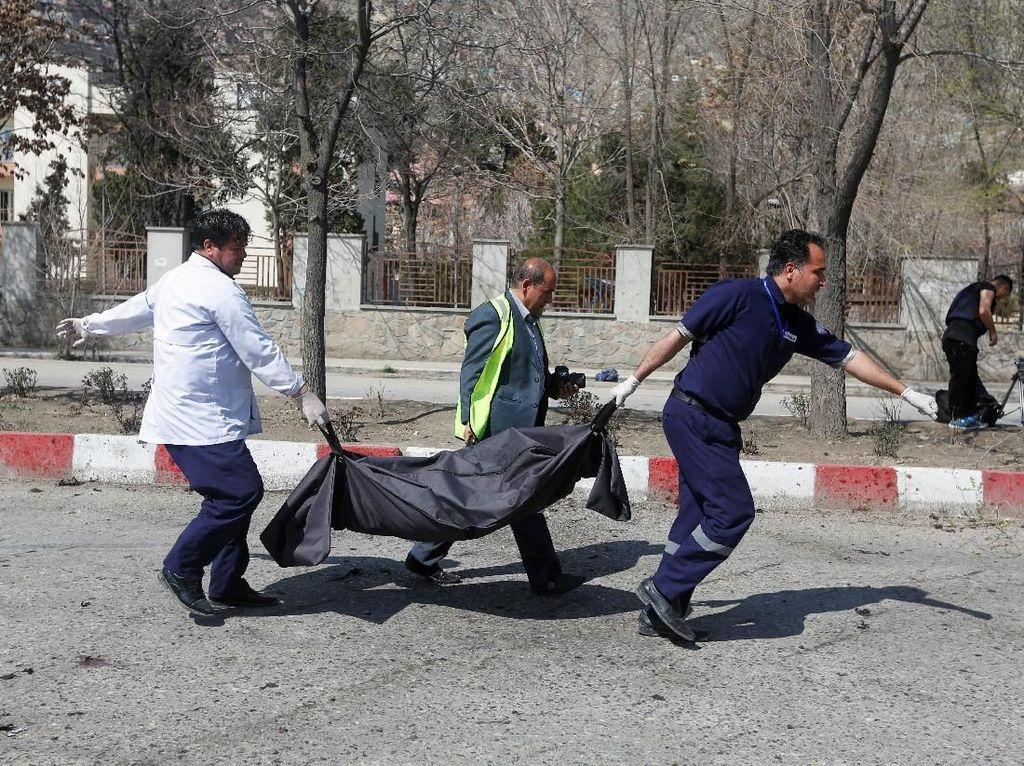 Foto: Bom Bunuh Diri Guncang Kabul, Begini Situasinya