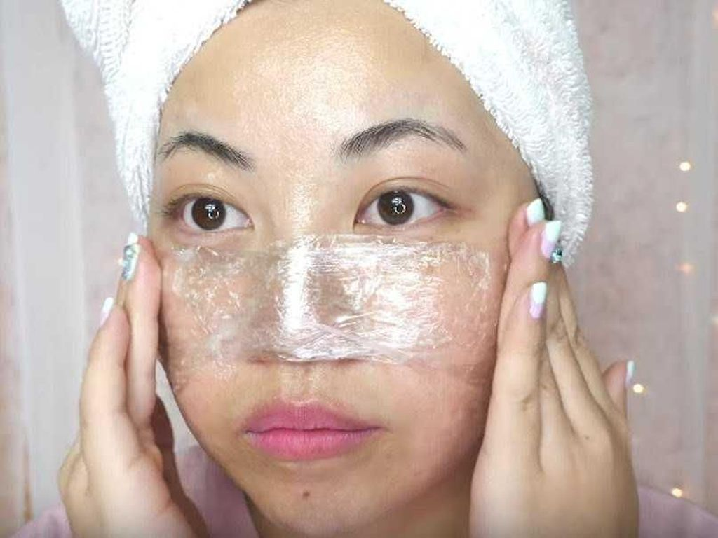 Video Beauty Vlogger Hilangkan Komedo Pakai Vaseline, Hasilnya?