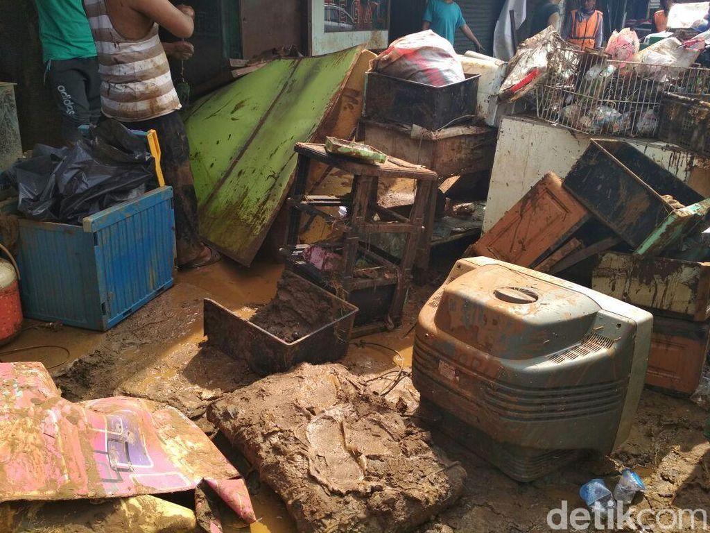 Penampakan Tumpukan Sampah Sisa Banjir Bandang Cicaheum