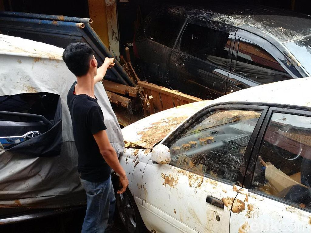 Mobil Terseret Banjir Bandang Belum Tentu Dicover Asuransi