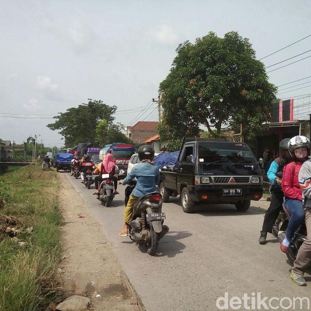 Ada Penggantian Rel, Jalur Alternatif Semarang-Purwodadi Macet