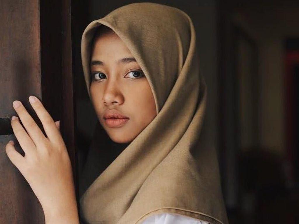 Foto: Gaya Hijab Putri Sulung Opick yang Beranjak Dewasa