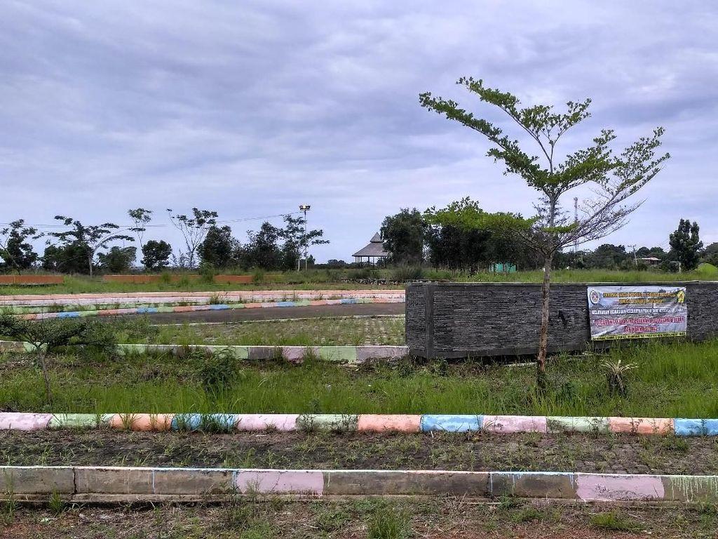 Foto: Proyek Taman Rp 2 M yang Dikorup Ramlan Kini Terbengkalai
