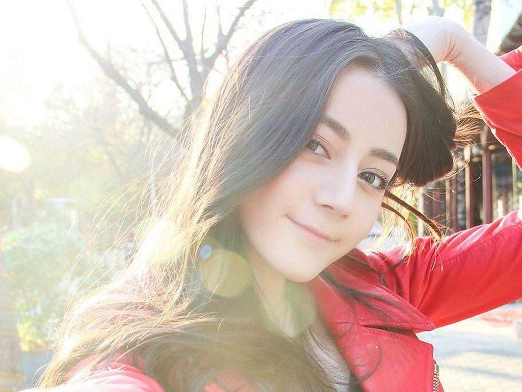 Dilraba Dilmurat, Wanita Tercantik Asia Laporkan Fans Obsesif