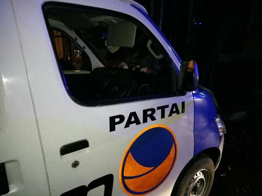 Ditemukan Botol Miras di Mobil Partai NasDem yang Tabrak Pohon