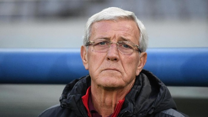 CHOFU, JAPAN - DECEMBER 09:  Head coach Marcello Lippi of China looks on prior to the EAFF E-1 Mens Football Championship between South Korea and China at Ajinomoto Stadium on December 9, 2017 in Chofu, Tokyo, Japan.  (Photo by Masashi Hara/Getty Images)