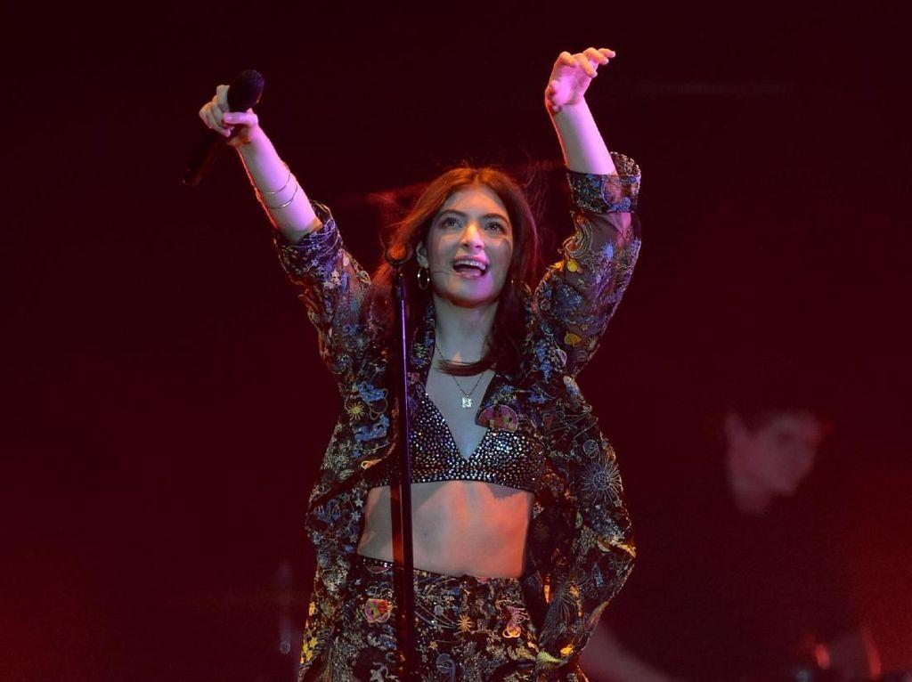 Aksi Panggung Lorde yang Panas