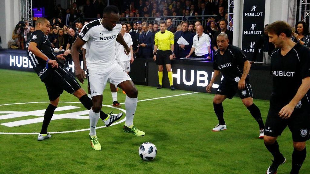Aksi Bolt di Antara Para Legenda Sepakbola