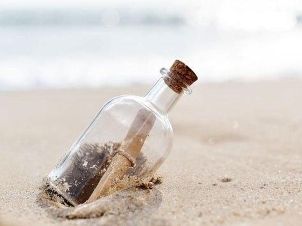 Wow, Pesan dalam Botol Ini Dapat Balasan 9 Tahun Kemudian