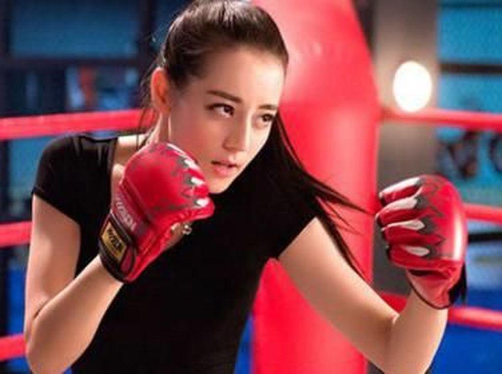 Dilraba Dilmurat, Wanita Tercantik China yang Super Bugar