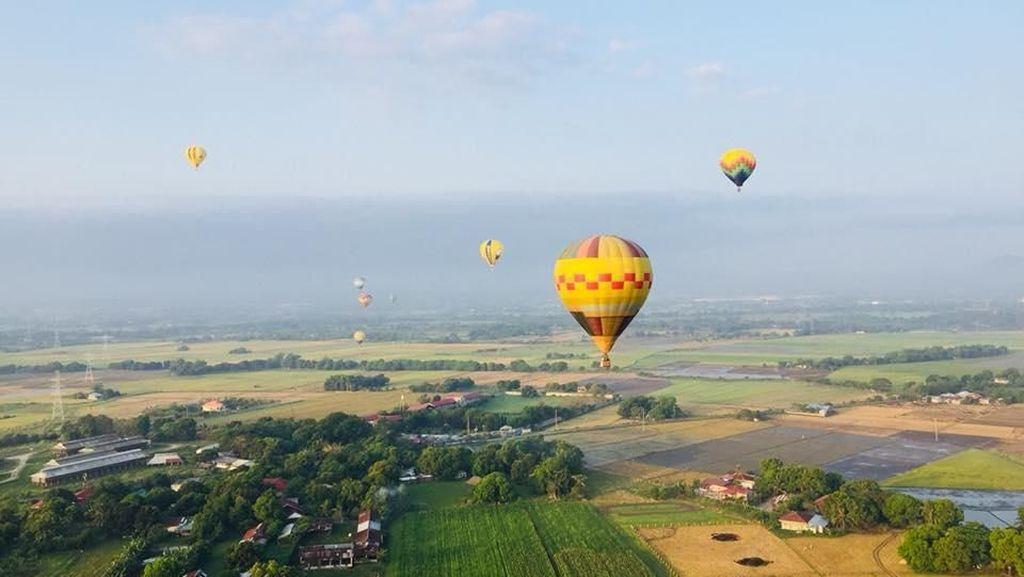 Saat Langit Filipina Diwarnai Balon Udara