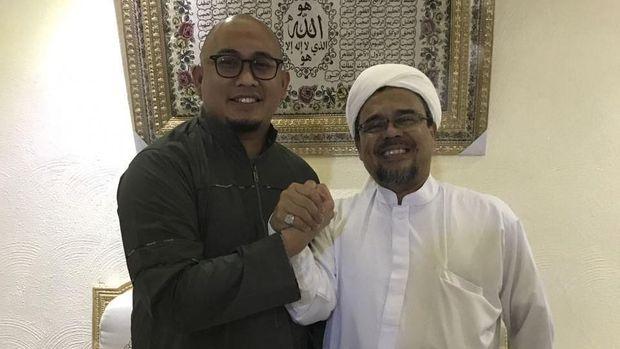 Politikus Partai Gerindra sekaligus jubir BPN Prabowo-Sandiaga, Andre Rosiade (kiri) disebut lolos ke DPR.