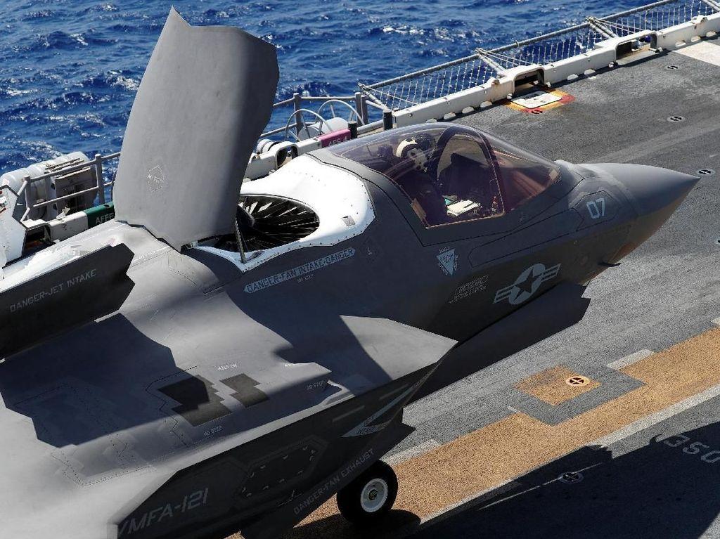 Detik-detik Jet F-35B AS Mendarat Vertikal di Okinawa