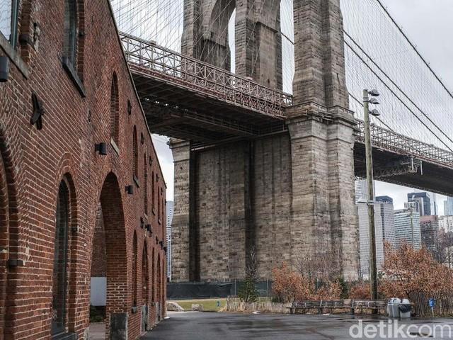 Menyambangi Jembatan Brooklyn yang Ikonik Itu