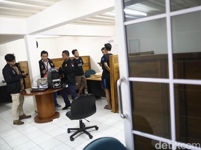 Foto: PT KH Digeledah Polisi Terkait Kasus Perdagangan Orang