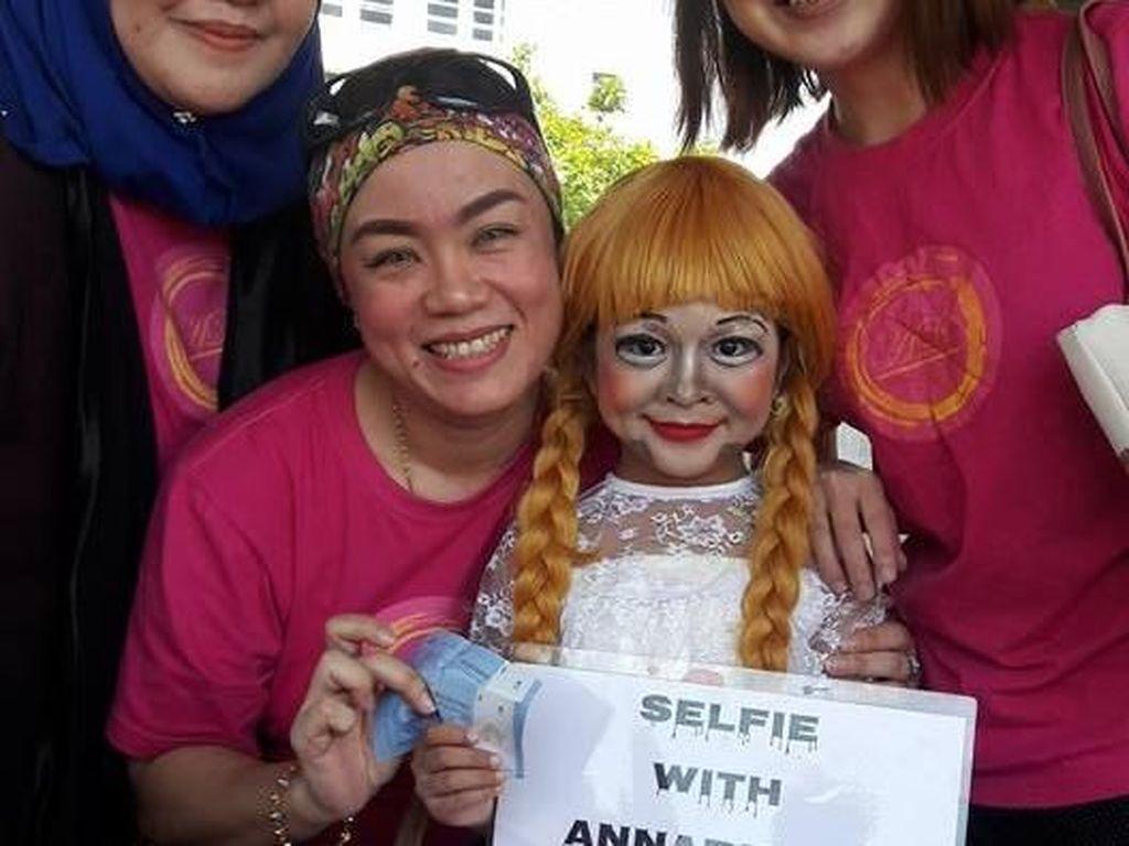 Ada Alasan Haru di Balik Bocah 7 Tahun yang Rela Dandan Jadi Annabelle