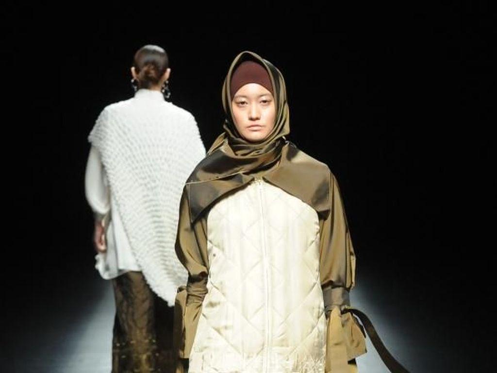 Desainer Indonesia I.K.Y.K Pamerkan Hijab di Amazon Fashion Week Tokyo