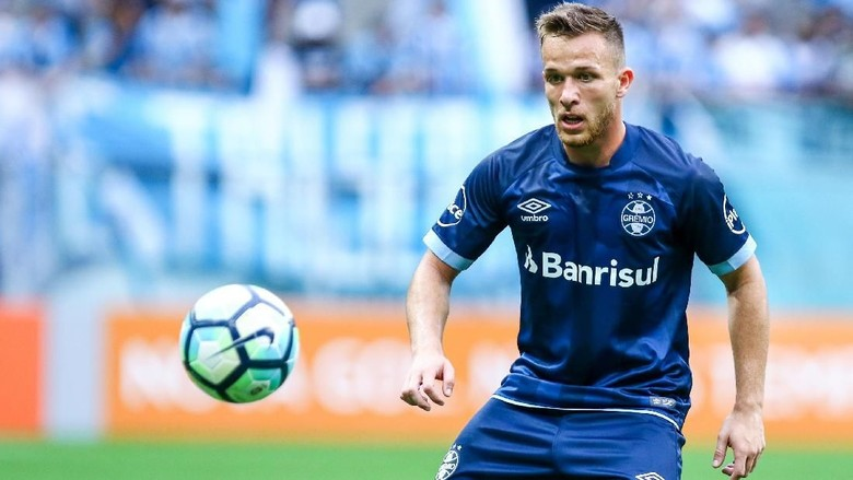 Arthur Jadi Rekrutan Pertama Barcelona Musim Panas Ini