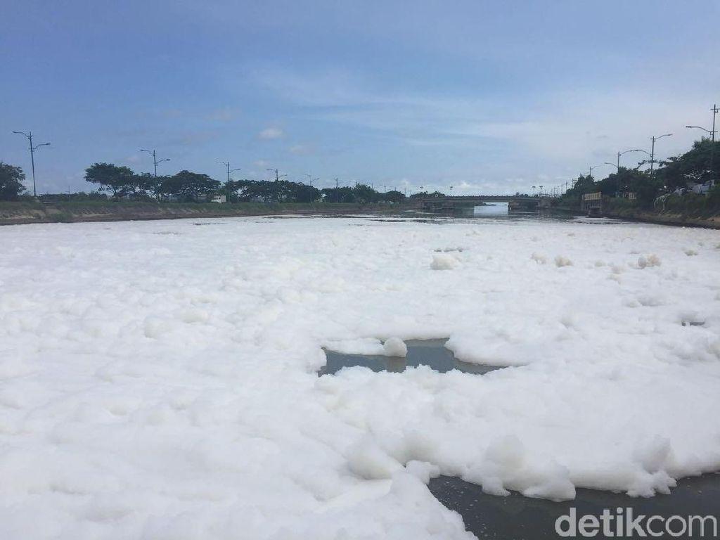 Anies soal Lautan Busa: Kami Kaji Penggunaan Detergen