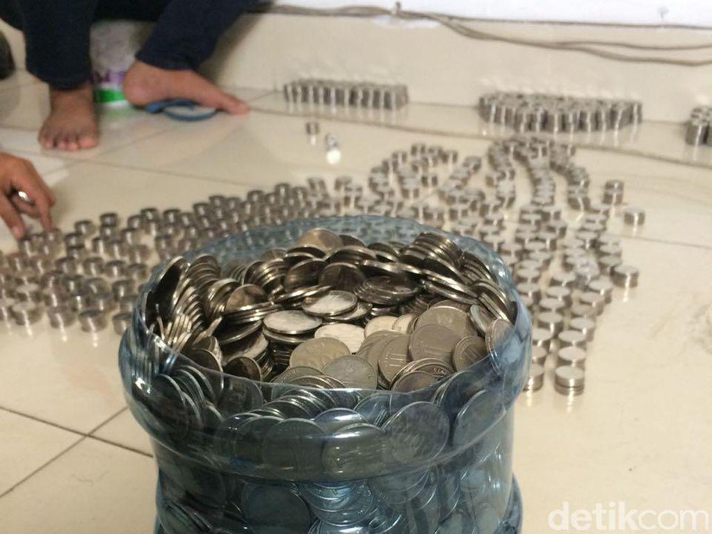 Beli Motor Puluhan Juta dengan Uang Koin Seceng