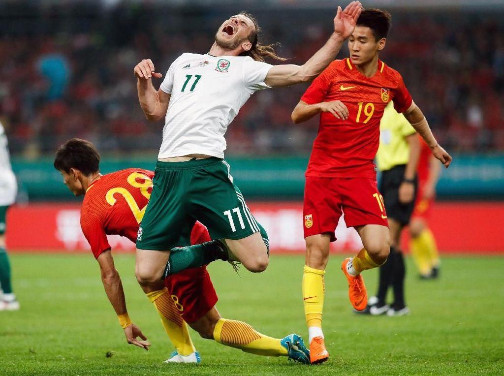 Foto: Bale Pecahkan Rekor Rush di China