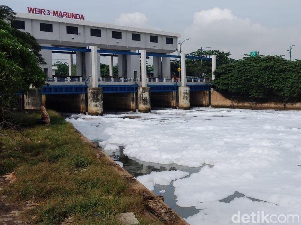 Lautan Busa di BKT Marunda, Sandi: Harus Diberi Sanksi dan Denda