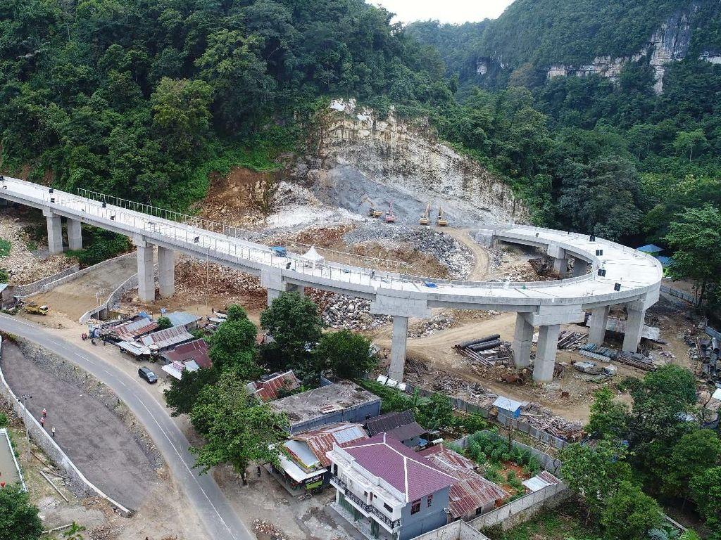 Keren Banget! Jalan Layang Ini Dibangun Meliuk di Antara Hutan