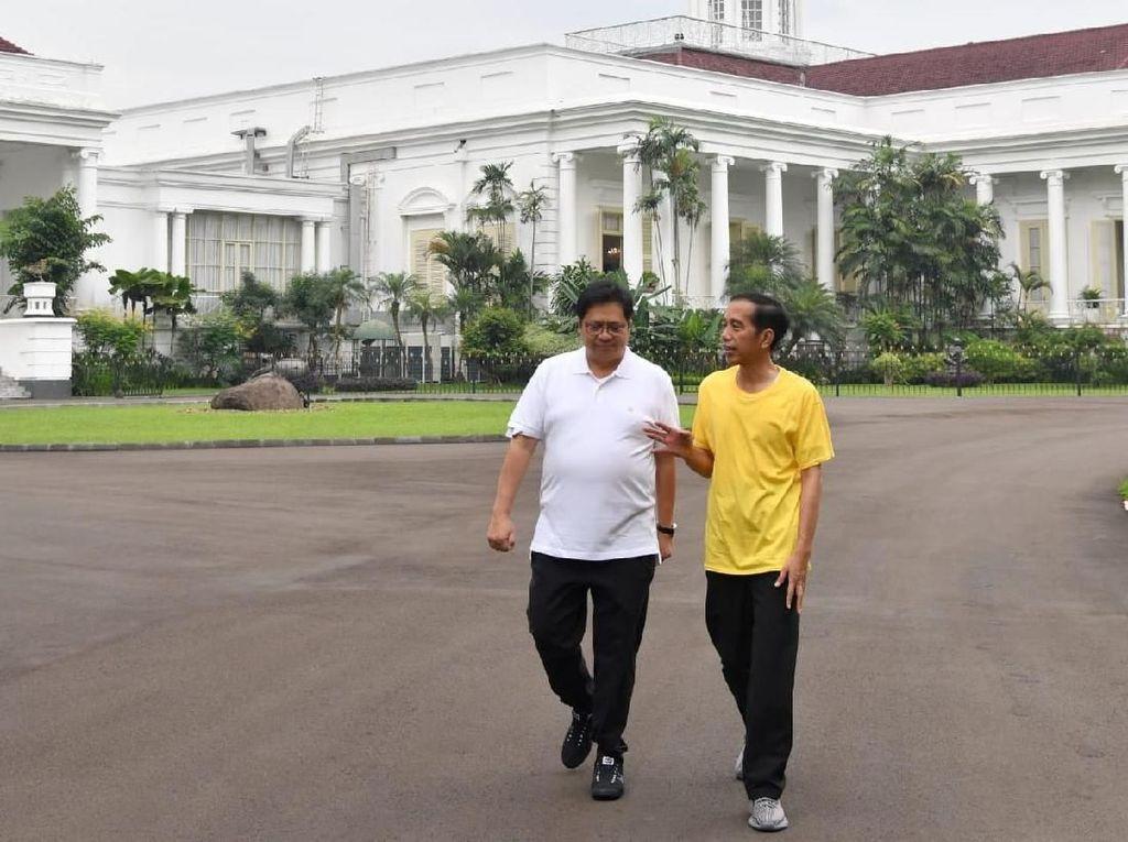 Gaya Hypebeast Presiden Jokowi Pakai Sneakers Yeezy Kanye West