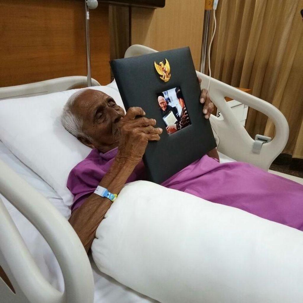 Keinginan Nyak Sandang yang Tengah Sakit untuk Memeluk Jokowi