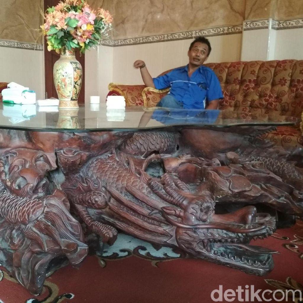 Ada Meja Ukiran Naga dan Perabot Impor di Rumah Mujiono Rp 17 M