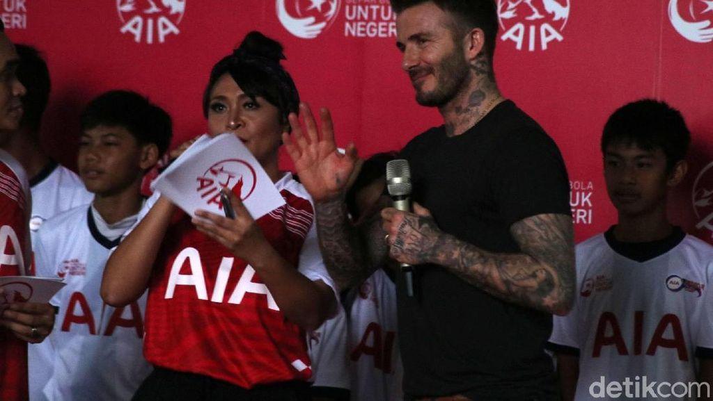 Beckham Sapa Penggemar di Jakarta