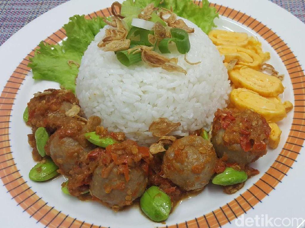 Menu Harian Ramadhan ke-19 : Nasi Pentol Pedas Menu Buka Puasa Nendang