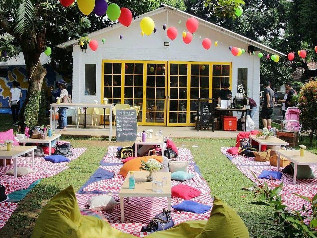 4 Kafe Tema Piknik Ini Bisa Jadi Tempat Santai di Minggu Sore