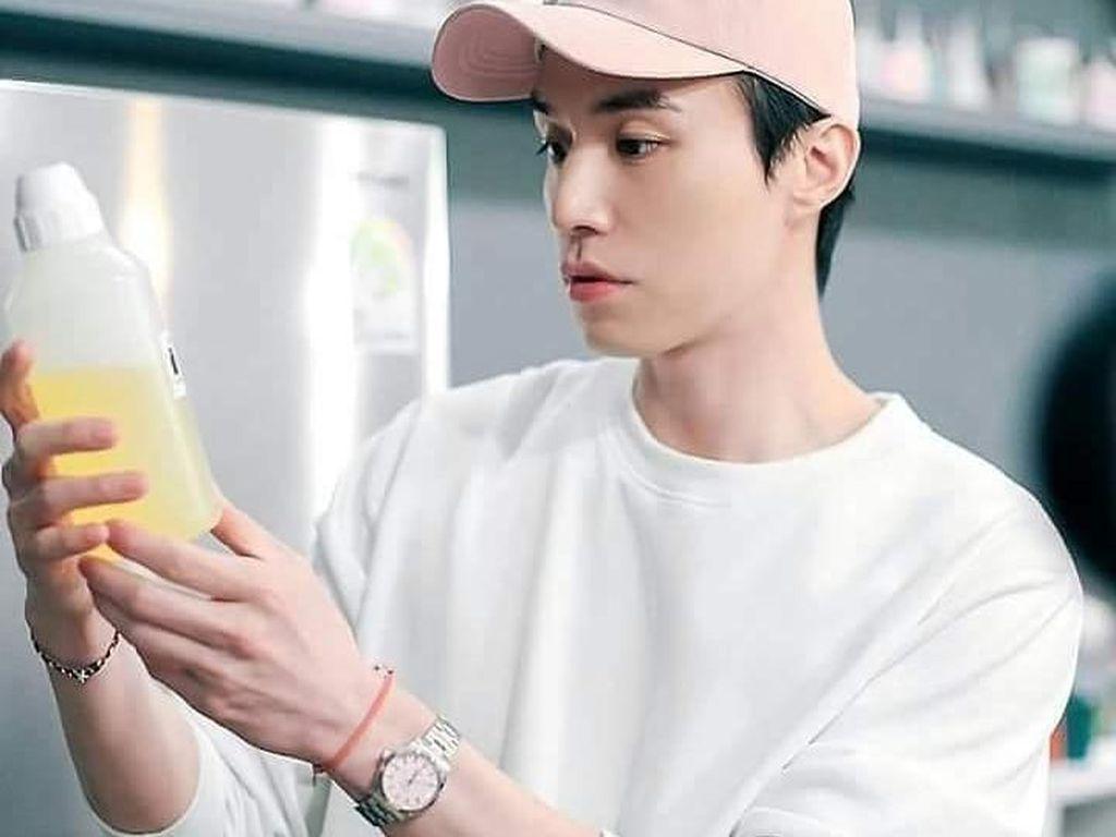 Gaya si Tampan Lee Dong Wook Makan Enak hingga Harga Franchise Markobar