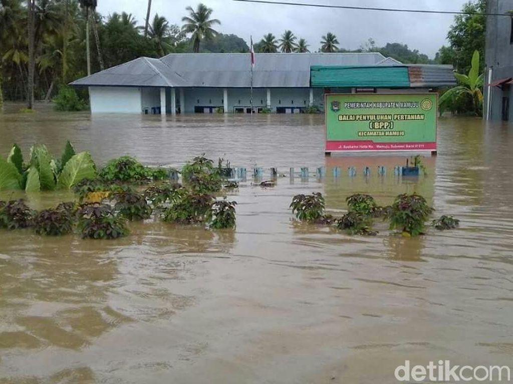 Foto: Banjir di Mamuju yang Renggut Nyawa Aipda Nurman