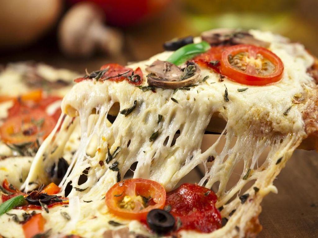 Ini 5 Jenis Keju yang Cocok Dijodohkan dengan Pizza