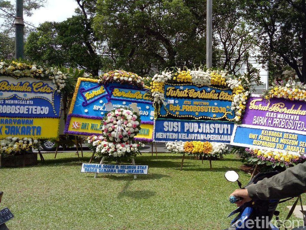 Foto: Karangan Bunga dari Susi hingga Prabowo untuk Probosutedjo