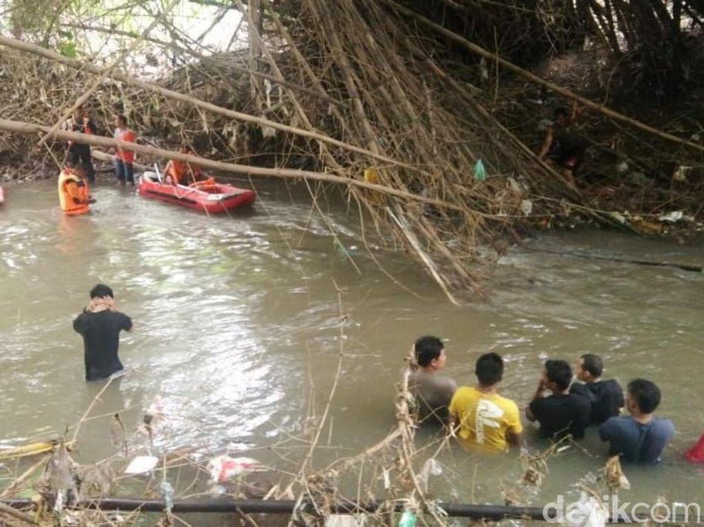 Bocah Terseret Arus Sungai Saat Main Perahu Ditemukan Tewas