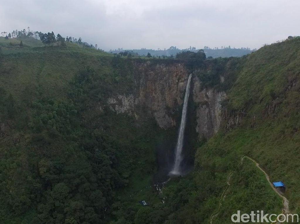 Air Terjun Sipiso-piso Difoto Pakai Drone, Indah Banget!
