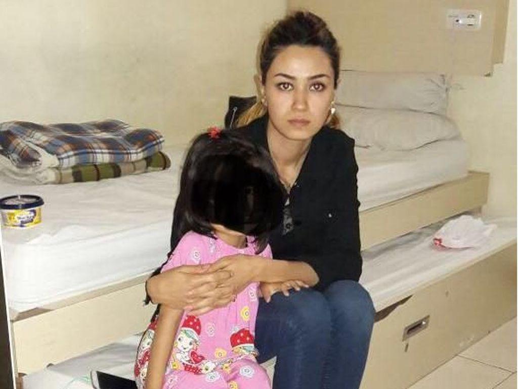 Temui Suami, Ibu Cantik dari Afghanistan Ini Nekat Terobos RI