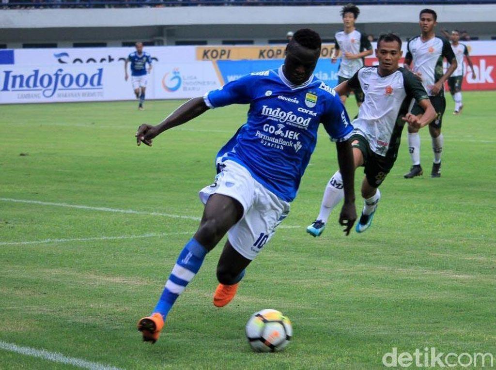 Hadapi Sriwijaya FC, Persib Bakal Duetkan Bauman dan Ezechiel