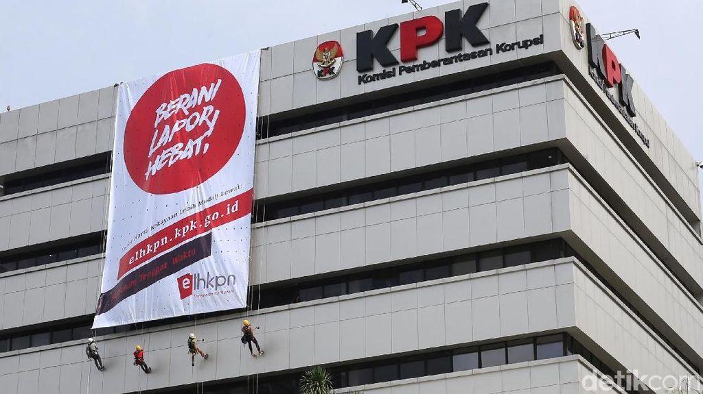 Spanduk Raksasa untuk Kampanye Laporan LHKPN